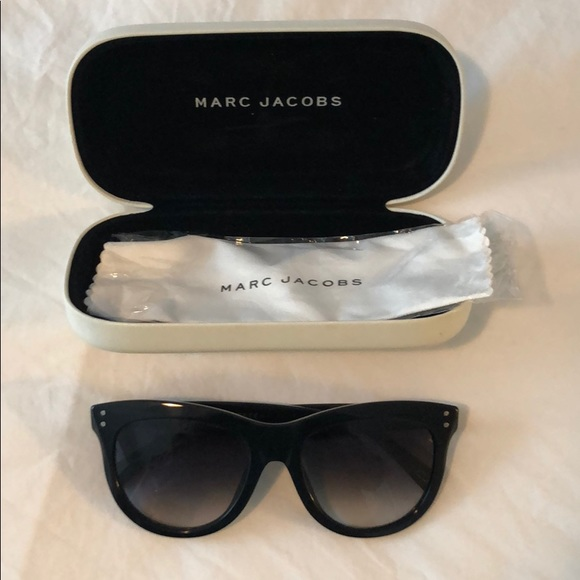 Marc Jacobs Accessories - Marc Jacobs black square cat eye sunglasses